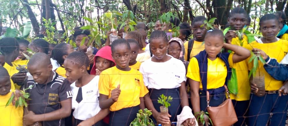 Pflanzaktion im Village Mutoto